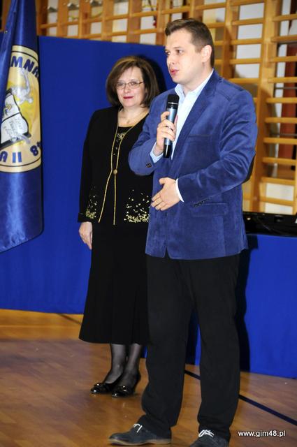 Ślubowanie klas pierwszych oraz 10 rocznica nadania szkole imienia Jana Pawła II.