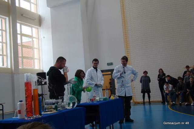 Pokaz eksperymentów chemicznych