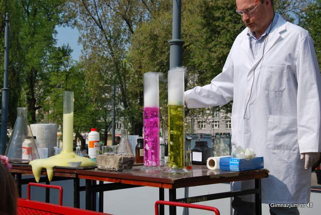 Nietypowa lekcja chemii na Placu Narutowicza