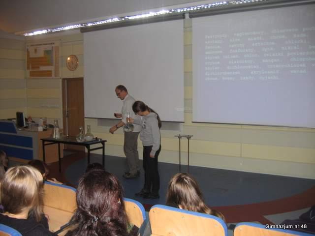 Lekcja chemii w Instytucie Chemii Fizycznej PAN